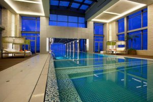 Holiday-Inn-Shanghai-Pudong-Kangqiao-cantilever-swimming-pool.jpg