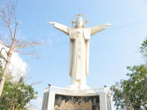 Statue_of_Jesus_in_Vung_Tau.jpg